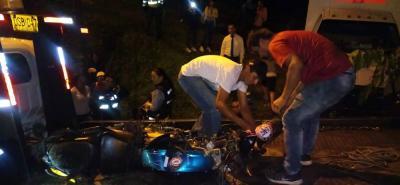 Un muerto y un herido tras caída de una moto a un abismo en Bucaramanga