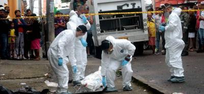 El cuerpo de Carlos Alfonso Gómez Escamilla, de 38 años, fue llevado a la morgue de Medicina Legal, seccional Bucaramanga, por el CTI.