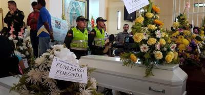 Los restos de las víctimas del deslizamiento descansaban ayer en la tarde en la iglesia de Caminos de San Silvestre.