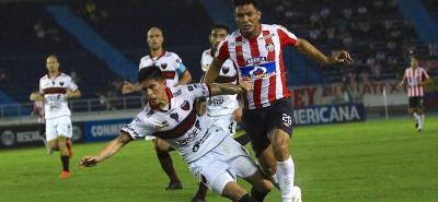 Junior eliminó en los octavos de final a Colón de Argentina y ahora intentará dejar en el camino a Defensa y Justicia, también de territorio gaucho.