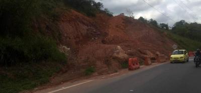 Aunque en reiteradas ocasiones la maquinaria ha realizado trabajos en el sector los deslizamientos de tierra no cesan.