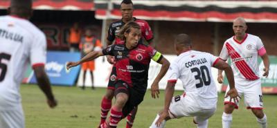 Cúcuta Deportivo se impuso 1-0 sobre Cortuluá y con cuatro puntos asumió el primer lugar del Grupo A de los cuadrangulares semifinales del Torneo Águila. El elenco 'motilón' consiguió la victoria con un penalti convertido en los últimos minutos por Jhonatan Agudelo.