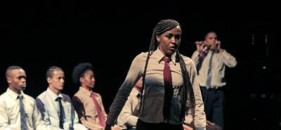 """La compañía de danza Sankofa escogió esta palabra porque significa """"volver a la raíz"""", que más que un simple concepto, es una filosofía africana que propone conocer el pasado como condición para comprender el presente y poder dimensionar el futuro. Este pensamiento ha guiado el camino de  la Corporación Cultural Afro Colombiana Sankofa, fundada por Rafael Palacios en 1997 como espacio dedicado a la formación y creación en danza."""