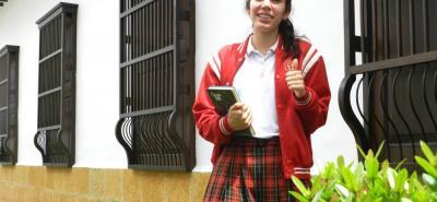 Las recomendaciones que da Valentina para los estudiantes es que aprovechen al máximo los conocimientos de los profesores, crean en sí mismos y tengan calma cuando estén en el examen.