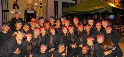 Expresan por medio del baile, canto e interpretación, la disciplina que se imparte en la institución en la enseñanza del idioma inglés.