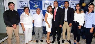 César Calderón, Cecilia Oviedo, Alfonso Reyes, Luz Eugenia Reyes, Ariel Leal, Ariel Julián Leal, Laura Silva y Érika Martínez.