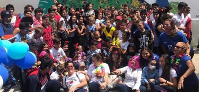 Los estudiantes programaron un desfile con todos los niños disfrazados, pero también bailaron y compartieron sus loncheras.