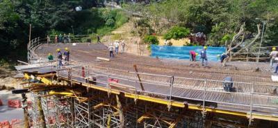 El Intercambiador de Fátima tiene un plazo de ejecución de 18 meses. Su construcción está a cargo del Consorcio Vial Floridablanca, conformado por M.R. Ingenieros S.A.S. y Petrolabin S.A.S.