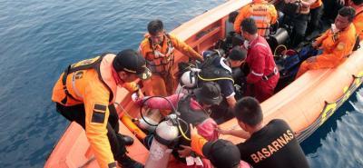 Encuentran la caja negra del avión que se accidentó con 189 pasajeros en Indonesia