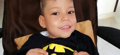 Nace una esperanza para Giantkarlo, el niño de tres años que requiere una cirugía de columna