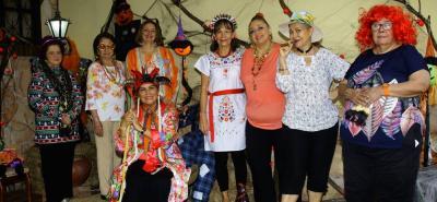 Eugenia Prada, Marina de Castillo, Nancy Hasbón, Teresa Castillo, Yolanda Hasbón, Guerty Sabogal, Nidia Infante y Bety Cote de Gamboa.