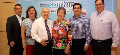 Héctor Aponte, Juliana Aponte, Gustavo Aponte, Alicia de Aponte, Carlos Aponte y el Padre Rodolfo Abello.