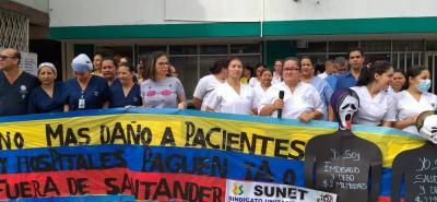 Casi un centenar de personas, entre empleados del Hospital, usuarios y comunidad en general, se unieron al plantón.
