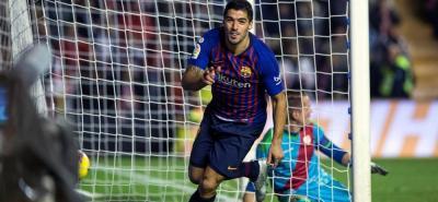 Ante la ausencia de Lionel Messi, Luis Suárez ha asumido la función de líder del Barcelona y ayer anotó dos goles para darle al club catalán la victoria 3-2 sobre Rayo Vallecano.
