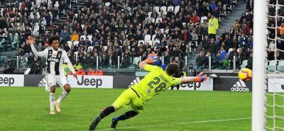 El colombiano Juan Guillermo Cuadrado anotó el tercer gol en la victoria de Juventus 3-1 sobre Cagliari en la Seria A.