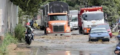 Las lluvias de los últimos días evidencian los serios daños que registra la vía Palenque-Café Madrid, en inmediaciones del sector de Chimitá.