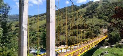 Este es el puente ubicado en el sector La Variante, de la vereda La Cabuya, de Encino, que está pendiente por ser entregado de manera oficial y que beneficia a las partes altas del área rural de ese municipio.