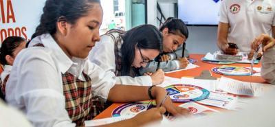 La estrategia 'Si permites, repites', es un proyecto educativo que llega a Girón.