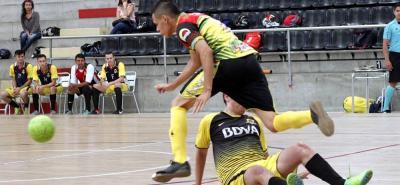 El torneo masculino de categoría libre del Municipal de Fútbol Sala Fifa entró en la recta definitiva, al definir ayer a los equipos que dirimirán el título el próximo fin de semana, instancia a la que avanzaron la selección Santander A y el club Nantes.