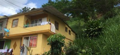 Las viviendas ubicadas sobre la carrera 4W reciben todas las aguas lluvias que se acumulan en Miradores de Tejaditos.
