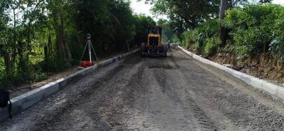 La maquinaria viene trabajando en la nivelación de los dos kilómetros de vía que descongestionarán el noroccidente local.
