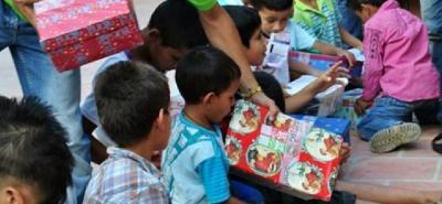 Para muchos de los niños del campo, dice la Gestora Social sangileña, cuando hay para la ropa no hay para juguetes o viceversa, por eso son priorizados para estas entregas.
