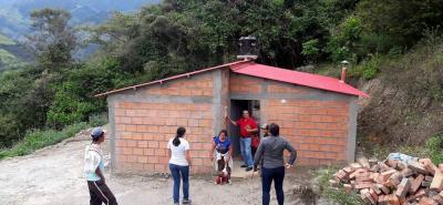 El avance de las viviendas construidas en Coromoro es del 95% y el tiempo de ejecución se planteó para cinco meses, lapso que se cumple a cabalidad.
