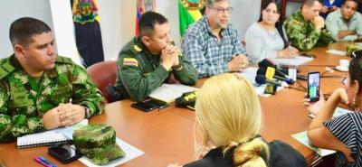 Oficiales de Policía, Ejército, altos mandos de Fiscalía y autoridades municipales presentaron ayer el Plan Navidad para Barrancabermeja, con el cual buscan frenar el accionar a la delincuencia en la temporada de fin de año.