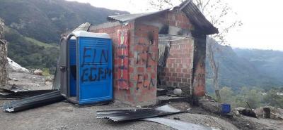 Así quedaron las instalaciones de la planta procesadora de asfalto   luego del ataque.