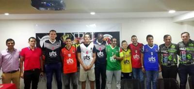 El pasado martes en la noche se hizo la presentación y lanzamiento de la I Champions Cup, torneo de baloncesto que iniciará hoy en el coliseo Vicente Díaz.