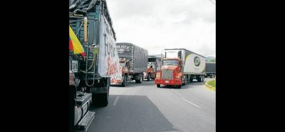 Un ambiente de incertidumbre se mantiene en varias regiones del país ante el paro de camioneros.