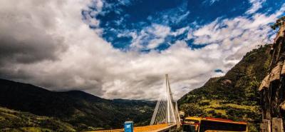 De acuerdo con el protocolo de la prueba de carga, se medirá en dos etapas durante cinco días la capacidad real del puente.