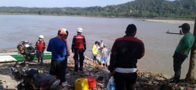 Bomberos de los municipios de Betulia y Lebrija, junto con la comunidad, trabajaron durante tres días en las labores de búsqueda del menor de edad.