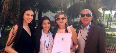 Andrea Carolina Corredor, María Alejandra Corredor, Doralba Arias y Alcides Corredor.