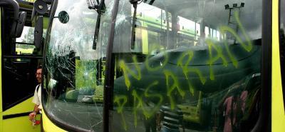 Las directivas de Metrolínea informaron que los dos vehículos, que fueron atacados el pasado sábado, ya fueron reparados y se encuentran de nuevo en operación. De acuerdo con lo informado por la Gerencia de la compañía, los operadores del Sistema cuentan con pólizas que cubren la reparación de los daños causados por este tipo de atentados.