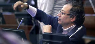 El CNE investigará a Gustavo Petro por polémico video en que recibe fajos de dinero