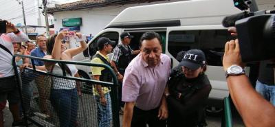 La audiencia preliminar de solicitud de prórroga de vencimiento de términos también está dirigida para el exsecretario de Infraestructura de Bucaramanga, Clemente León, y la exjefe de Alumbrado Público municipal, Gloria Azucena Durán.