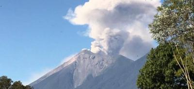 Entre 7 y 10 explosiones por hora tiene volcán de Fuego de Guatemala