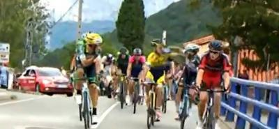 Dos ciclistas se agredieron en pleno recorrido de la Vuelta a España
