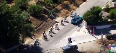 Vincenzo Nibali expulsado de la Vuelta por remolcarse en el coche del equipo