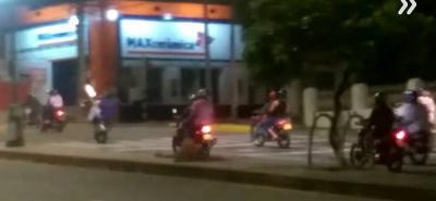Convirtieron la carrera 27 de Bucaramanga en una pista para hacer piques