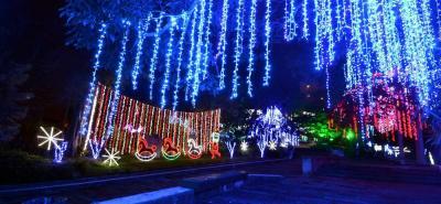 Impresionante iluminación del Parque del Agua en Navidad