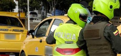 Video registra a delincuentes que usan un taxi para robar en Bucaramanga
