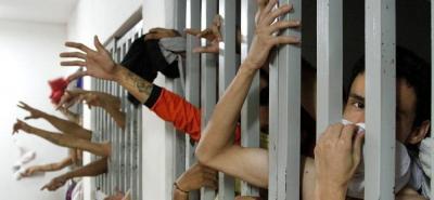 Imágenes del hacinamiento y el hambre en celdas selladas del Palacio de Justicia de Bucaramanga