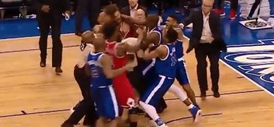 La brutal pelea a puñetazos en pleno juego de baloncesto de la NBA