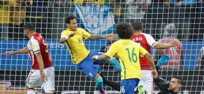 Brasil goleó a Paraguay y está a un partido del clasificar al Mundial