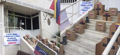 Venezolanos realizaron una protesta anónima en las oficinas del consulado venezolano.