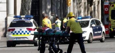 Atentado terrorista en Barcelona: un vehículo embistió a una multitud