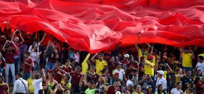 A pesar de la prohibición de arengas relacionadas con la política los hinchas le hablaron a Maduro.