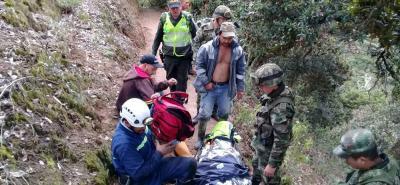 Divulgan imágenes del rescate de un minero que cayó al abismo en Santander